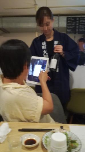 お酒を撮る方を撮る私