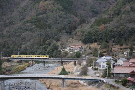 第一三篠川橋梁を走るキハ(2008年)