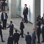 オバマ米大統領と安倍首相の握手