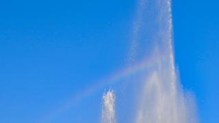 平和記念公園の噴水で虹